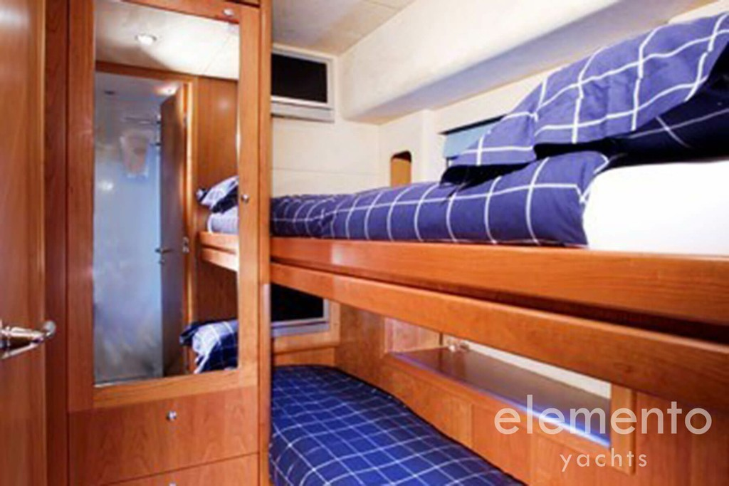 Yacht Charter in Majorca: Sunseeker Predator 82 bunk bed cabin.